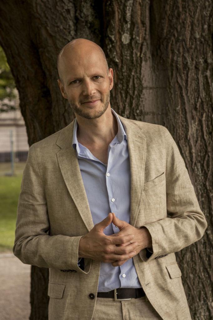 Prof. Dr. Jens Gerrit Papenburg von der Abteilung für Musikwissenschaft/Sound Studies an der Universität Bonn (Bildquelle: https://www.musikwissenschaft.uni-bonn.de/abteilung/team/papenburg/prof.-dr.-jens-gerrit-papenburg-2; Copyright: Universität Bonn)